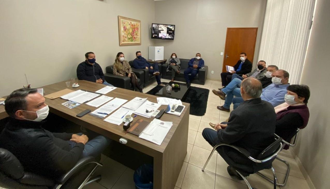 Vereadores recebem Prefeito Hélio Peluffo para reunião sobre obras e investimentos no munícipio