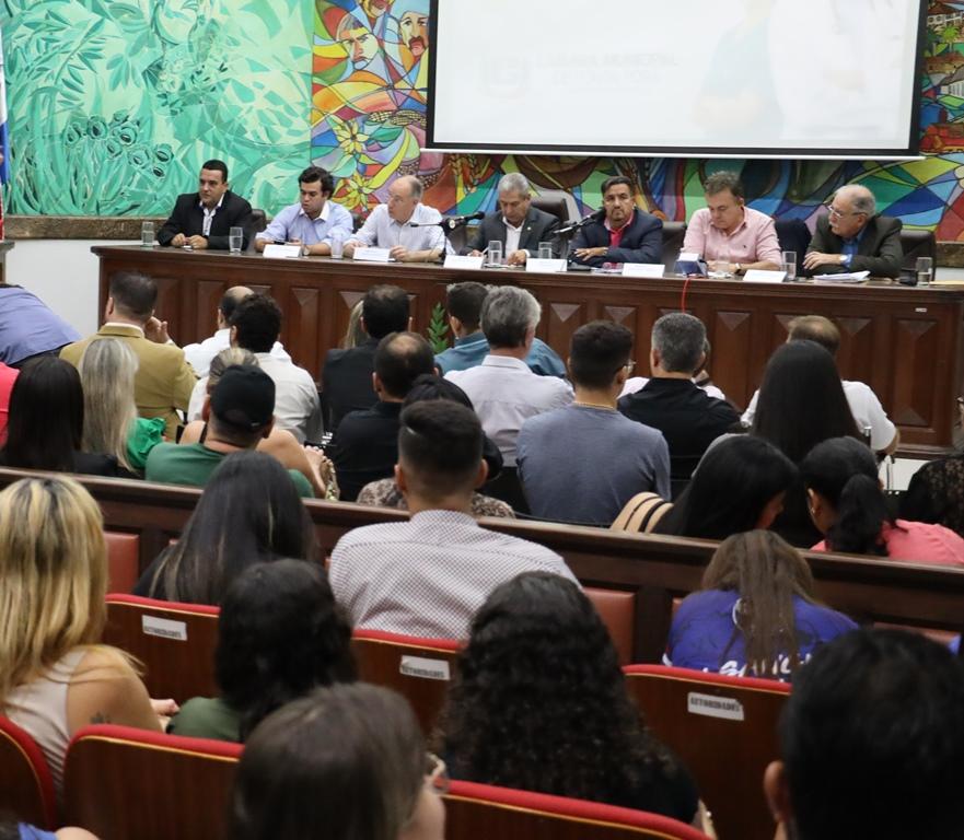 Debate sobre o Revalida promovido pela Câmara Municipal mobilizou autoridades e universitários