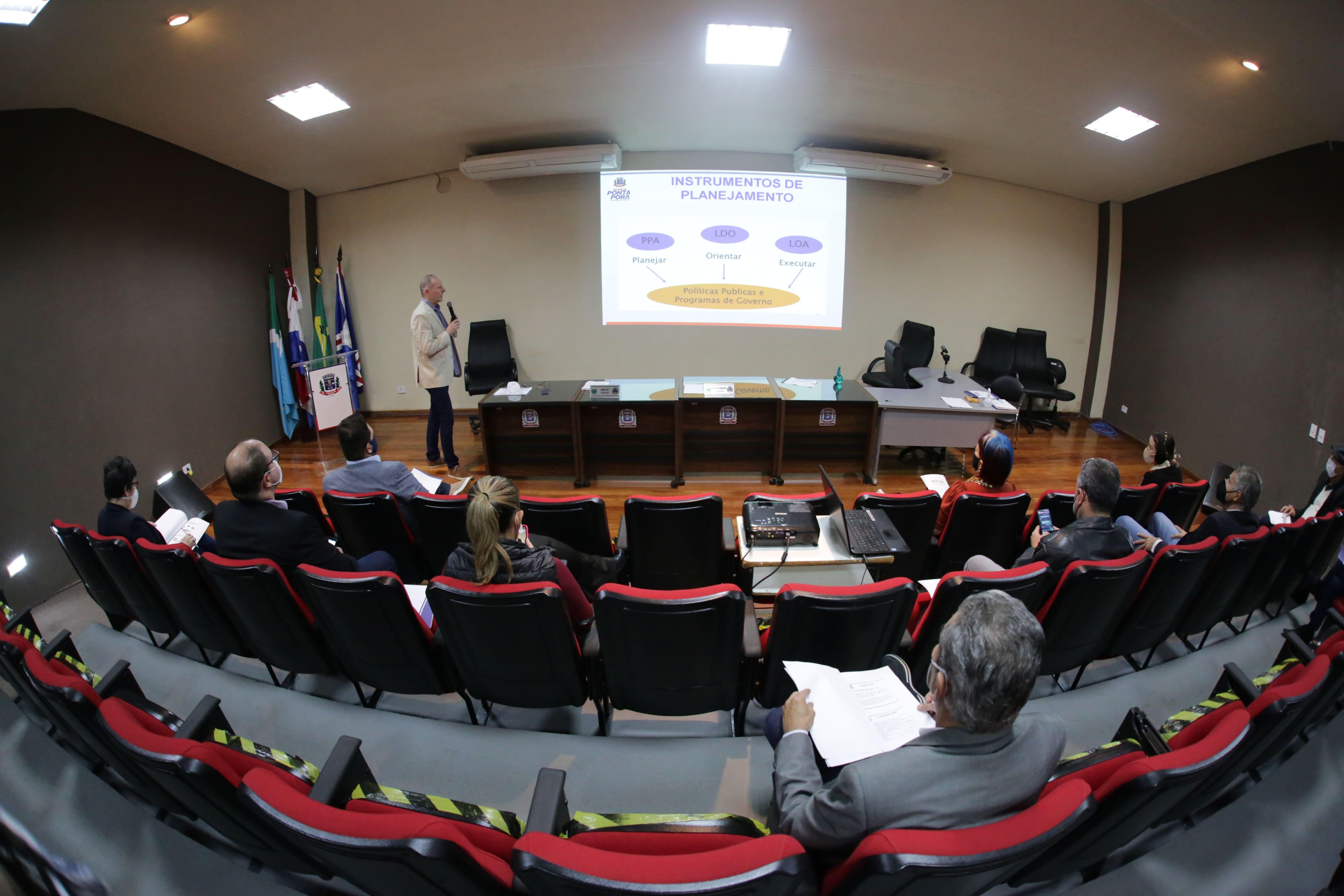 Câmara Municipal promoveu audiência pública para debater a Lei de Diretrizes Orçamentárias