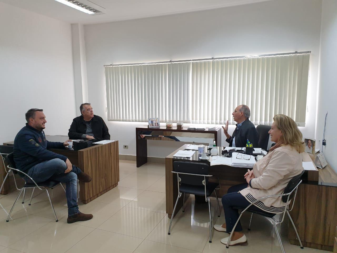 Presidente da Cãmara mantêm reunião com Prefeito, Vice-Prefeito e Secretária de Administração