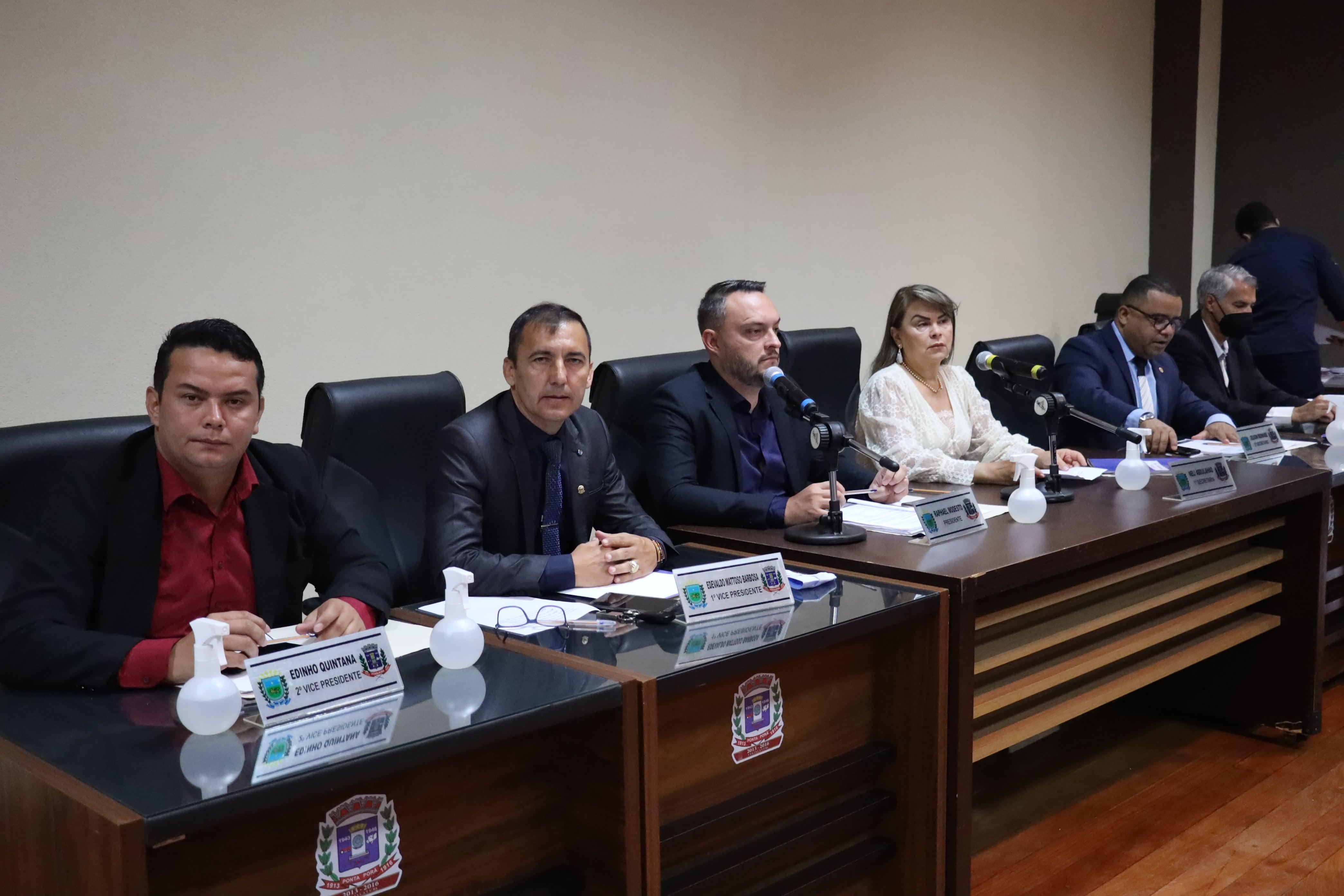 Câmara Municipal homenageia Dr. Alfredo Ferreira e marca audiência para prestar contas