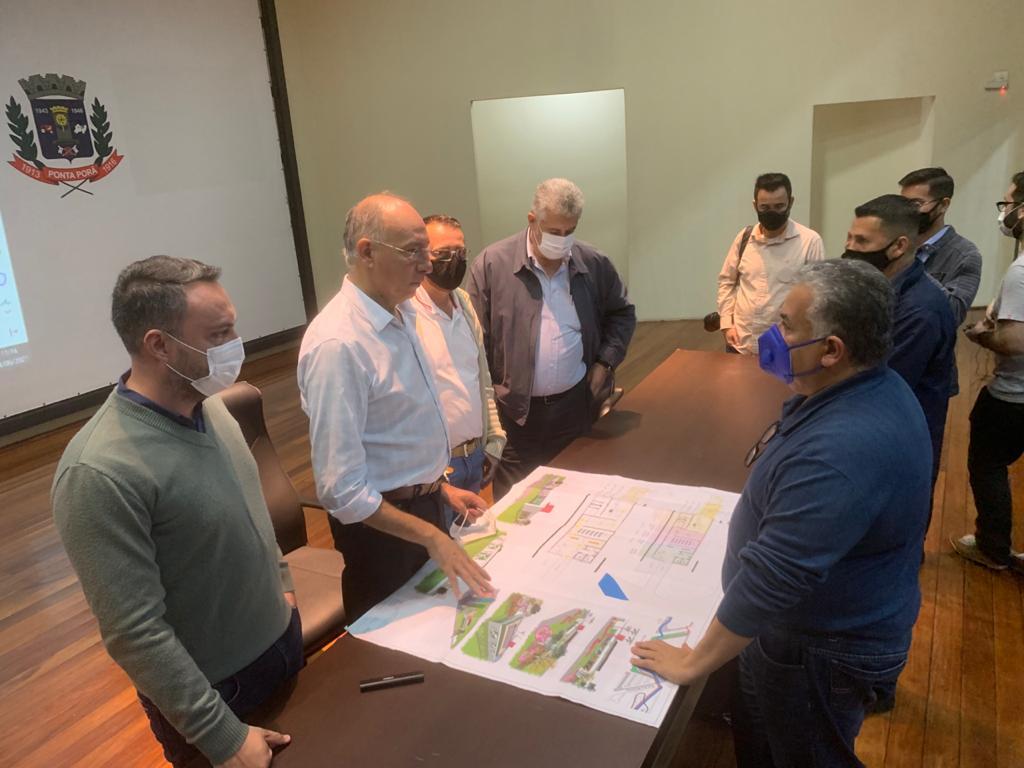 Vereadores participam de reunião com prefeito sobre novos projetos na linha de fronteira