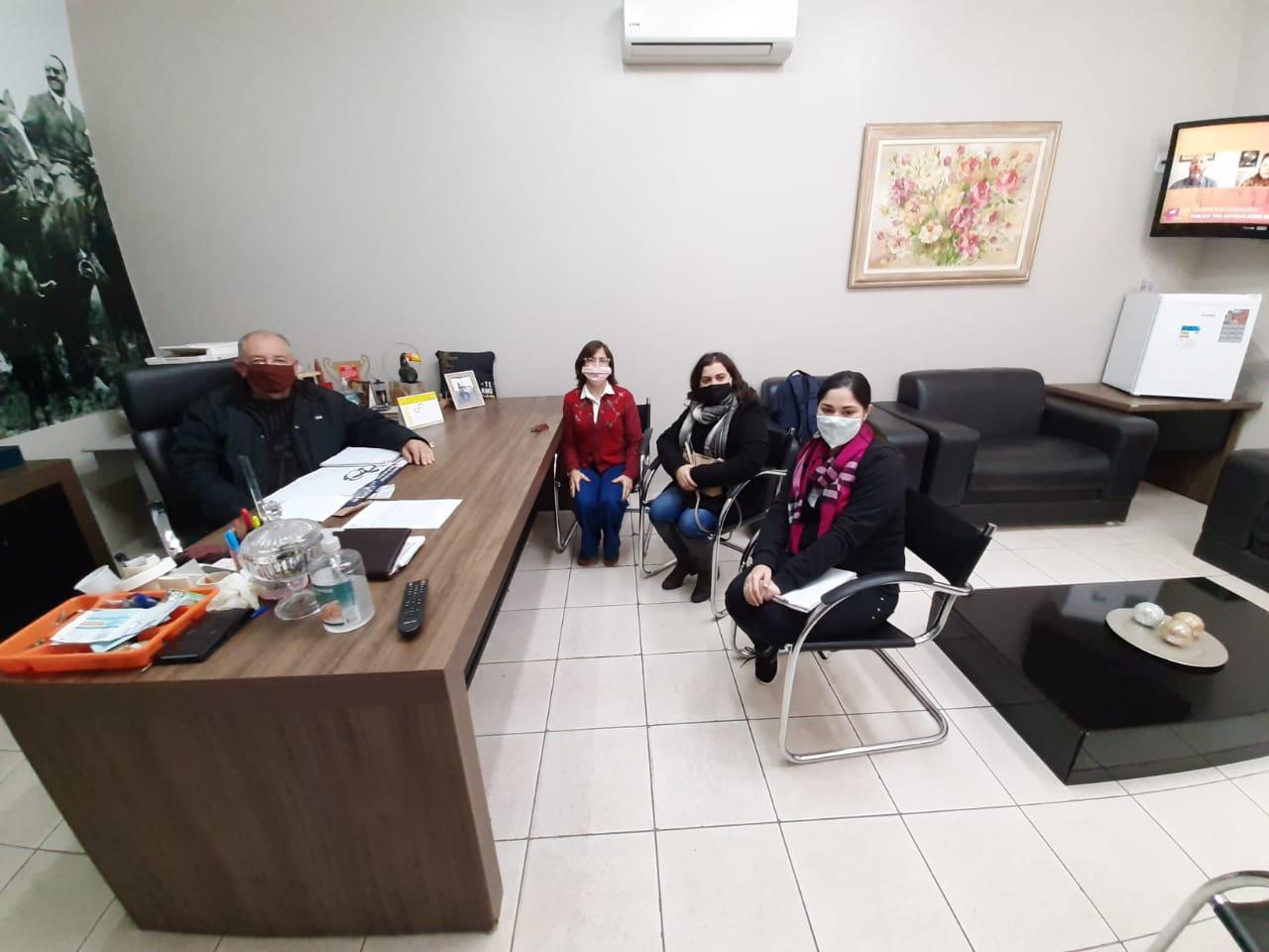 Presidente da Câmara Municipal recebe pesquisadoras da UEMS
